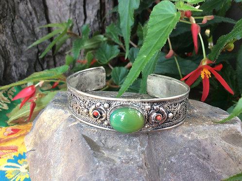 Bracelet en filigrane de métal avec agate mousse naturelle