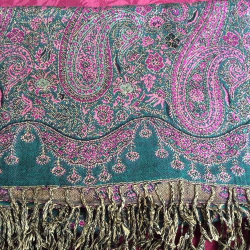 e78fa78d73b4 Châle pashmina rose-vert avec motif