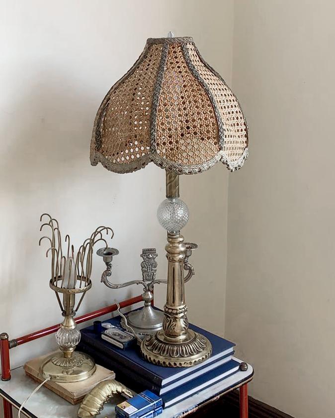 Vintage lámpara de mimbre y cobre