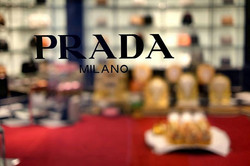 ทำบุญ Prada  At Emquartier2