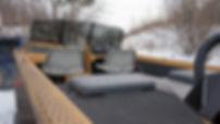 Лодка Discovery Jet PRO 540 проектировалась преимущественно для перевозки двух рыболовов с максимальным комфортом. Поэтому полноценных кресел два - пассажир и капитан. На задней банке крышки рундуков выполняют роль мягких сидушек. Если пассажиров будет больше, дополнительно есть возможность установки полноценного дивана если лодка будет использоваться для перевозки пассажиров.