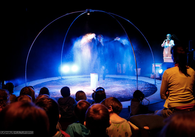 Flow - Theater von Anfang an. ab 2 bis erste Kindergartenstufe