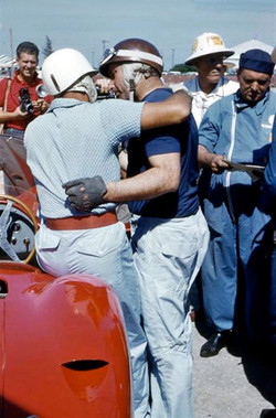 Fangio_Moss_back,_Sebring_1957_©Gene_Bussian