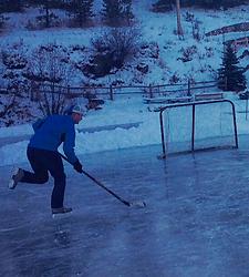 Pond hockey Pat.PNG