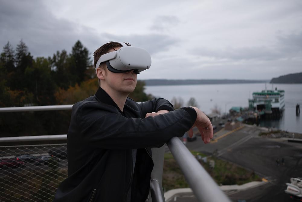 Die Ocolus Quest 2 bringt einige Neuerungen mit sich! Wir fassen für dich alle Details zur Technik und Nutzung zusammen, damit du dir ein gutes Urteil über das neue VR-Headset bilden kannst.