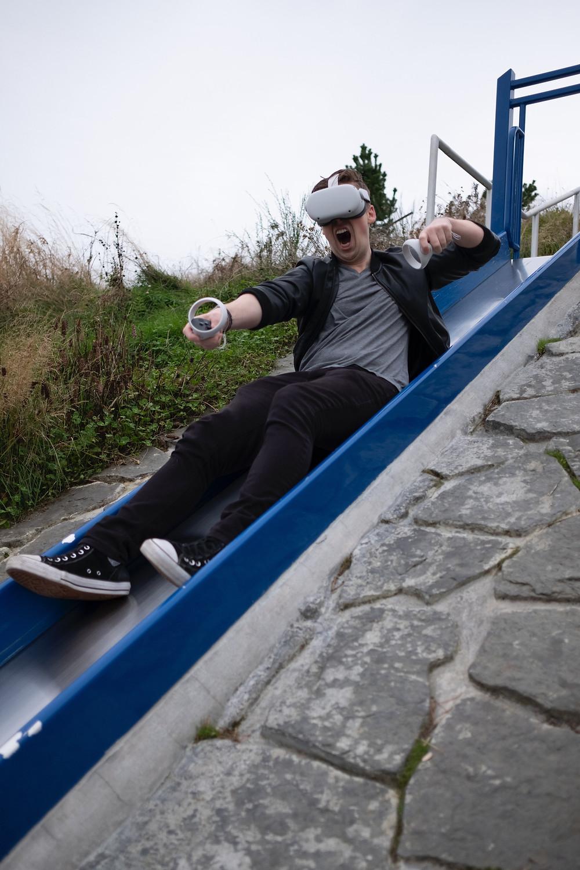 Wir sind der Meinung: Die Anschaffung der Oculus Quest 2, dem neuen VR-Headset kann sich wirklich lohnen. Doch es kommt auch darauf an, was deine persönlichen Präferenzen bei einem VR-Erlebnis sind. Wir helfen dir dabei, die Entscheidung zu treffen, ob die Oculus Quest 2 für dich das Passende ist!