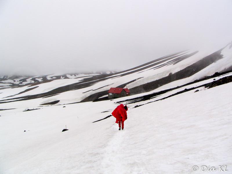Iceland 2006, Laugavegur trek Day1, Landmannalaugar to Hrafntinnusker (12km), reaching Hrafntinnusker hut