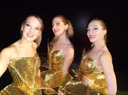 les danseuses de l'orchestre de variété suspens orchestra