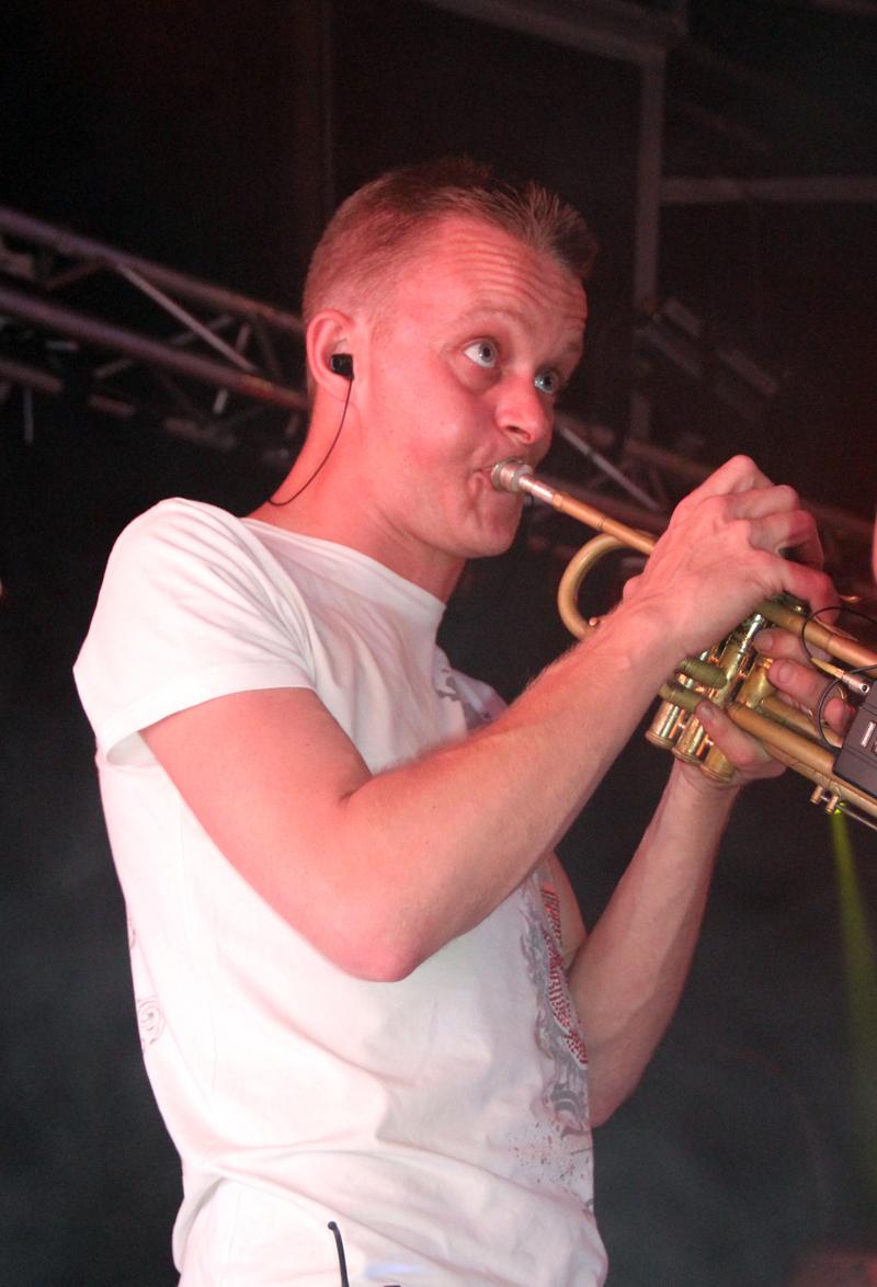 Thomas MARIE trompettiste de l'orchestre de variété suspens orchestra