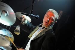 Matthias LE TUMELIN batteur de l'orchestre de variété suspens orchestra
