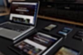 Elektronische Geräte auf Tabelle