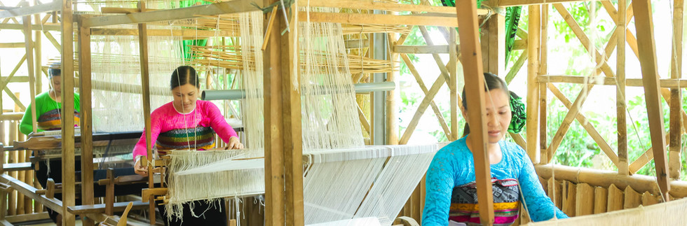 Weaving by the looms