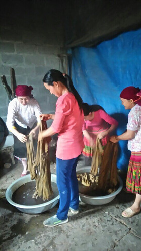 Dyeing the fabric
