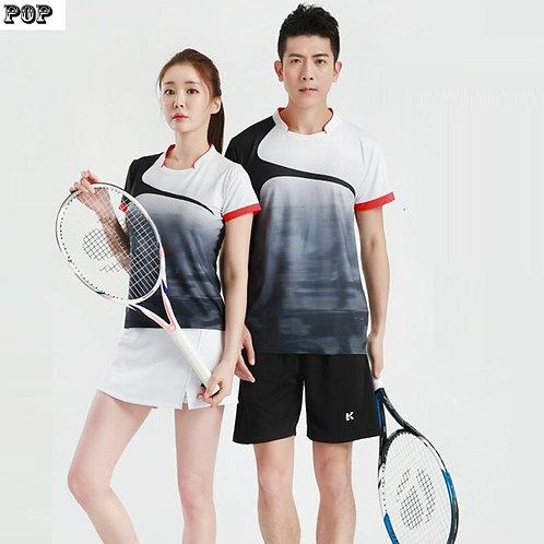 特殊領口設計款排汗運動套衫 Sweat-wicking sports pullover with special neckline design