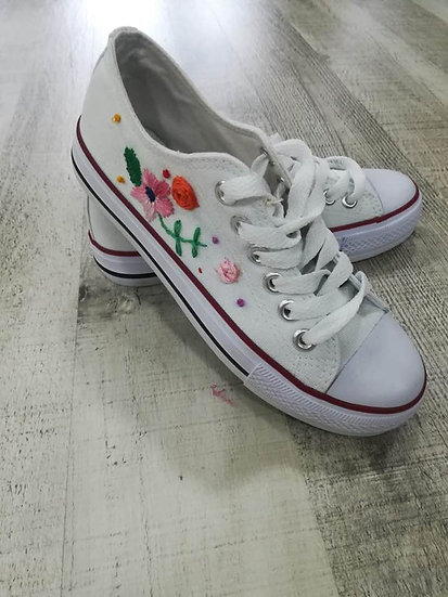 Bambes brodades / Bambas bordadas/ Embroidered shoes