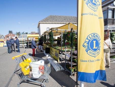 De Tuinplantenmarkt is dit jaar weer op het plein van Jumbo Zevenhuizen