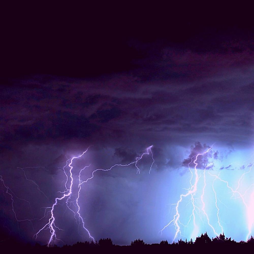 lune des tempêtes lune des orages . photo canva. @blaciynhaa blaciy nhaa