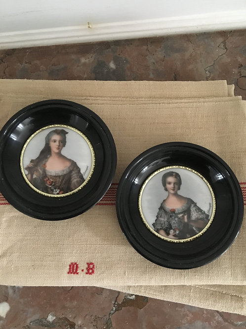 Limoges Round frame with porcelaine portrait
