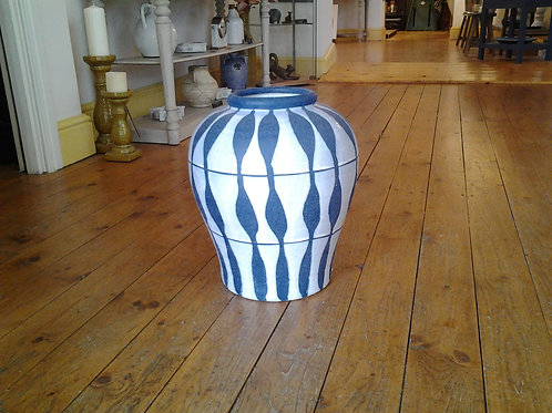 Blue And White Textured Patterned Vase
