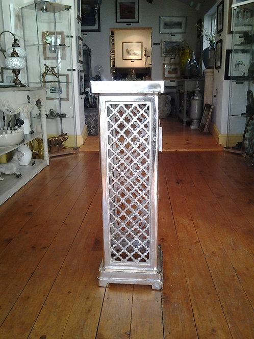 Linca Lamp Stand