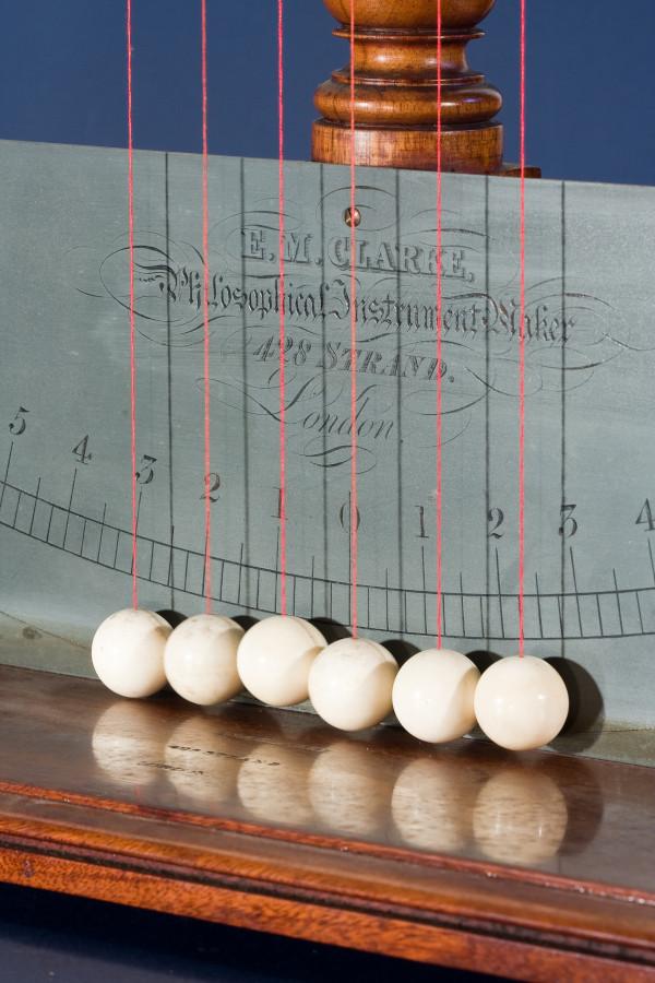 Pendolo di Newton 03.JPG
