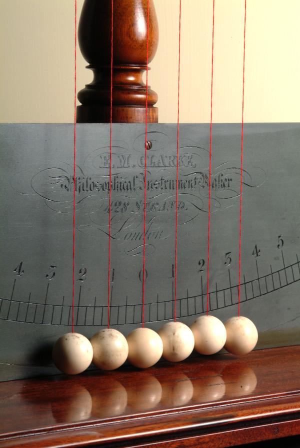 Pendolo di Newton 02.JPG