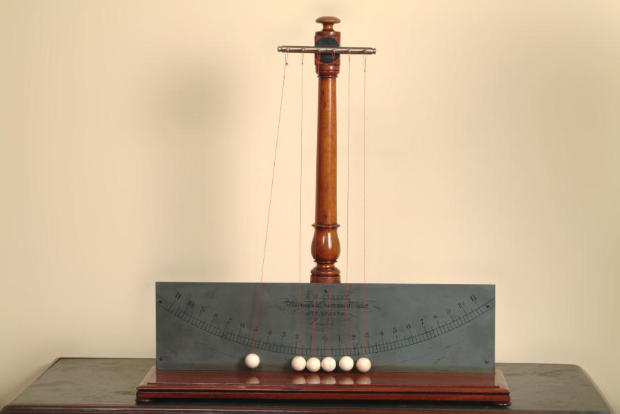 Pendolo di Newton 01.JPG