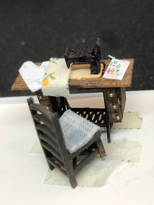 1/48th  - SEWING TABLE