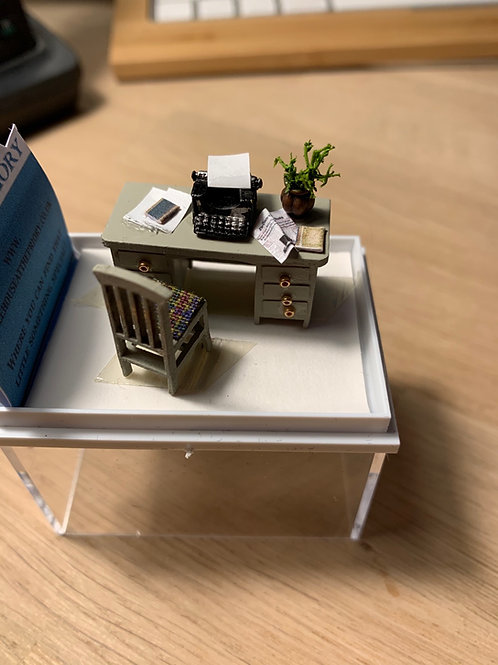 1/48th desk with chair - beige