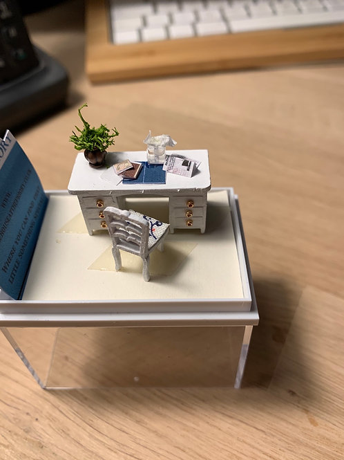 1/48th Desk and Chair white