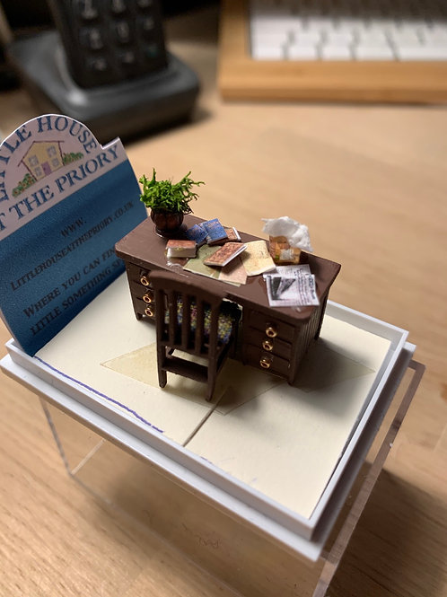 1/48th desk and chair