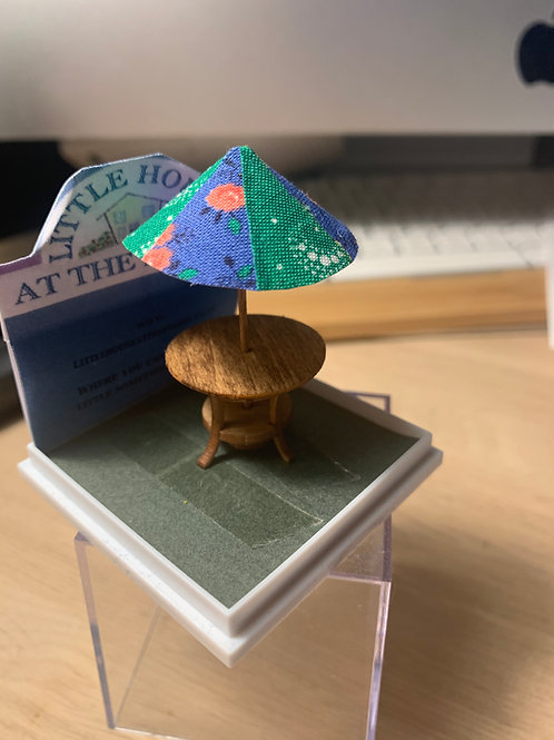 1/48th  - Garden Table with Parasol