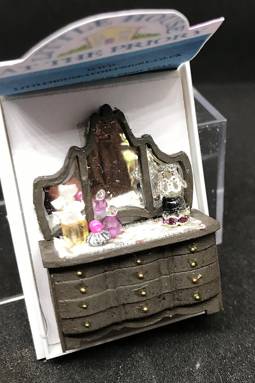 1/48th  - DRESSING TABLE  DK BROWN