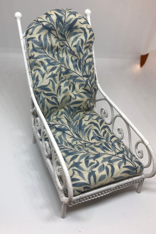 White wire lounger chair