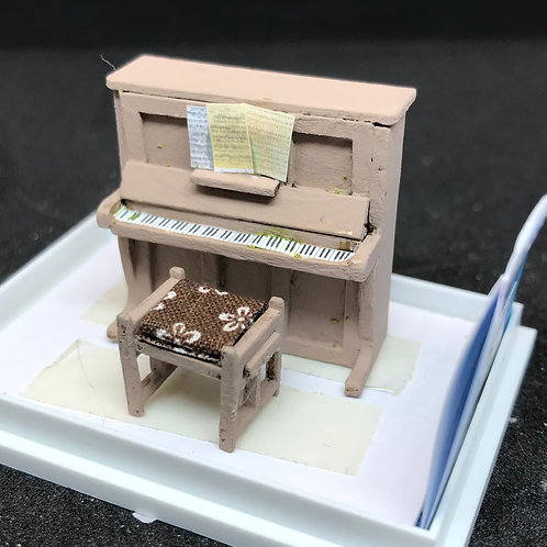 1/48th  - UPRIGHT PIANO BEIGE