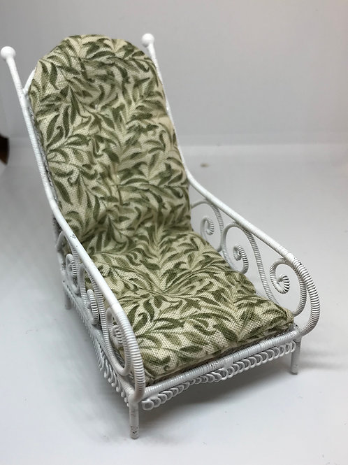 White wire lounger - green willow