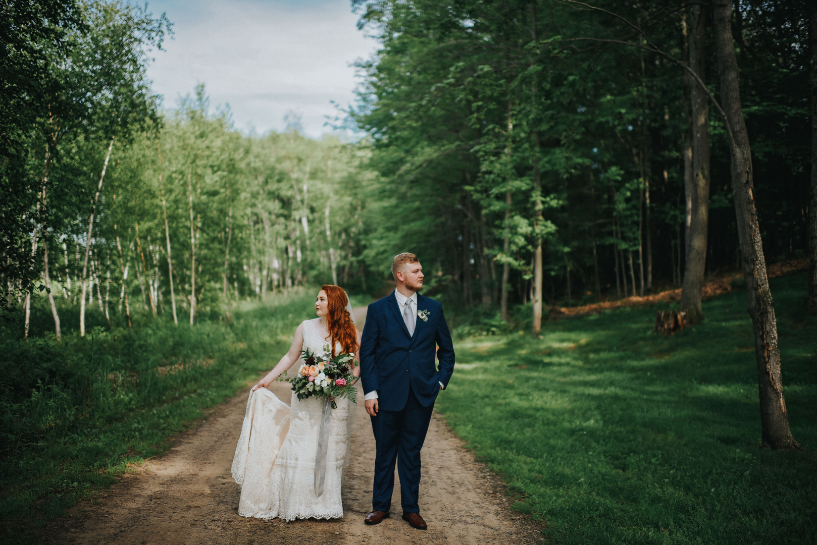 Cadott Wisconsin Outdoor Unposed Lifestyle Wedding Photographer Dixon's Apple Orchard
