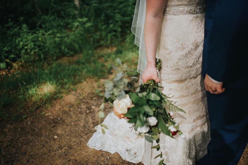 Cadott Wisconsin Outdoor Unposed Lifestyle Wedding Photographer Dixon's Apple Orchard