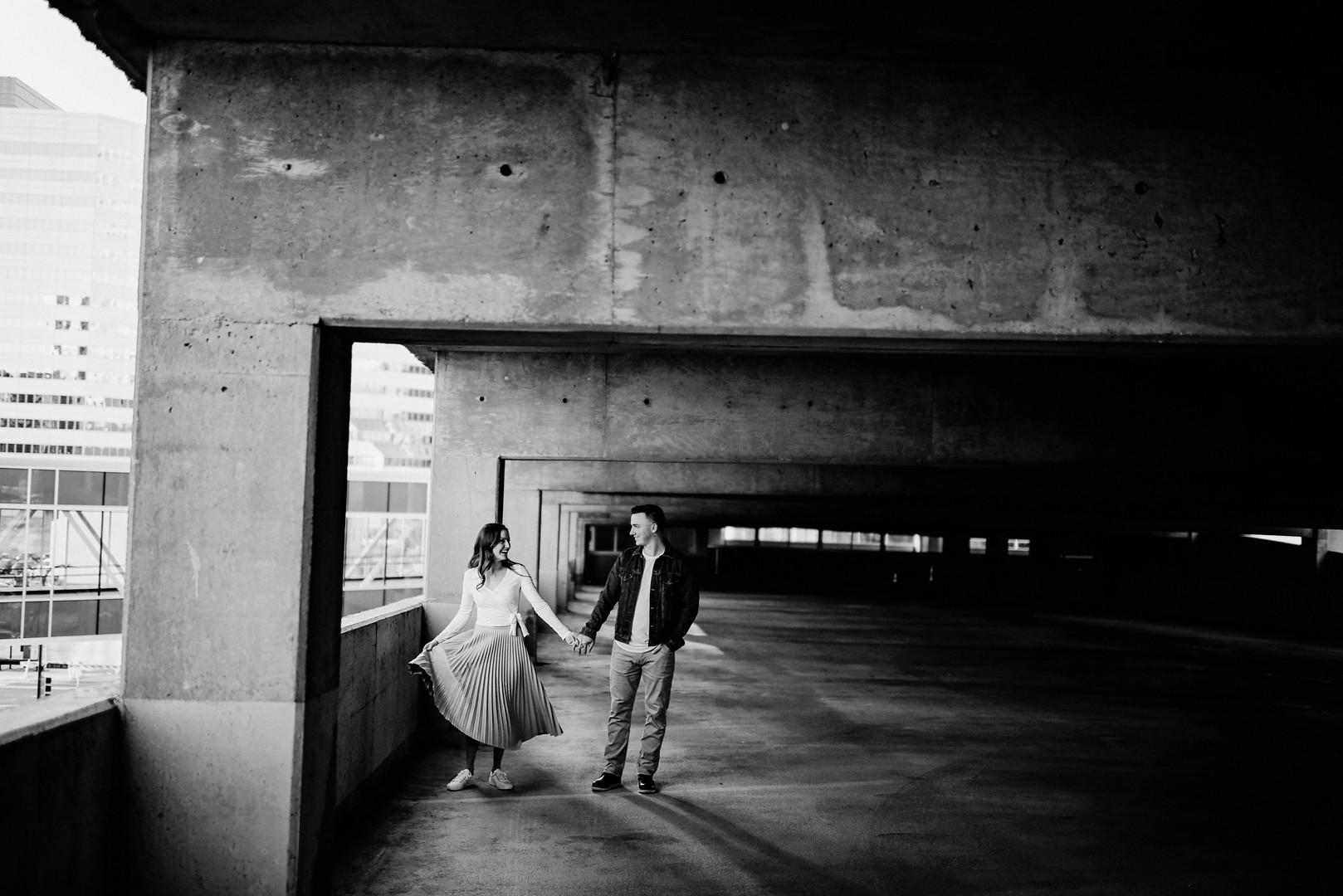 Minneapolis Minnesota Outdoor Unposed Lifestyle Engagement Photographer Minneapolis Skyline