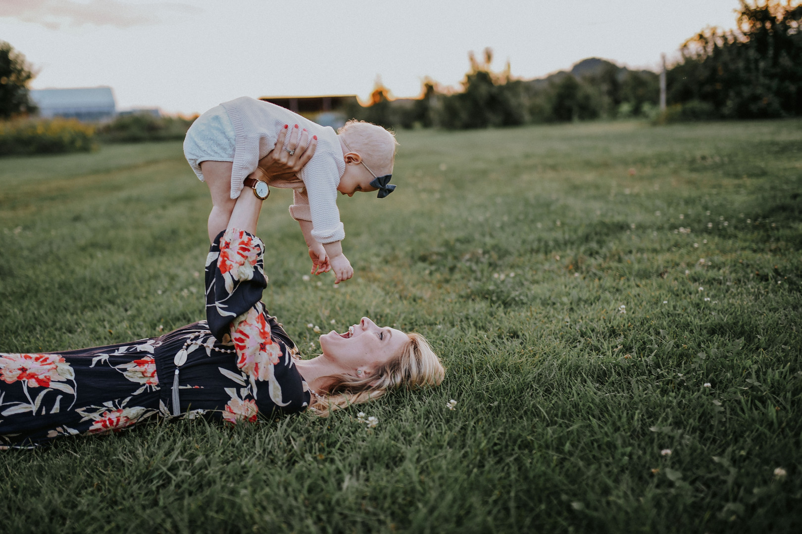 Trempealeau Wisconsin Outdoor Unposed Lifestyle Family Photographer Apple Orchard