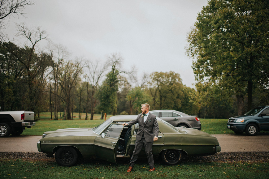 La Crossse Wisconsin Outdoor Unposed Lifestyle Wedding Photographer