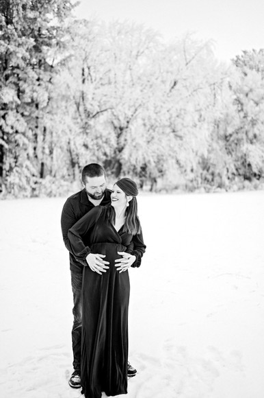 Eau Claire Wisconsin Outdoor Unposed Lifestyle Maternity Photographer