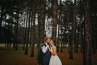 La Crosse Wisconsin Outdoor Unposed Lifestyle Wedding Photographer