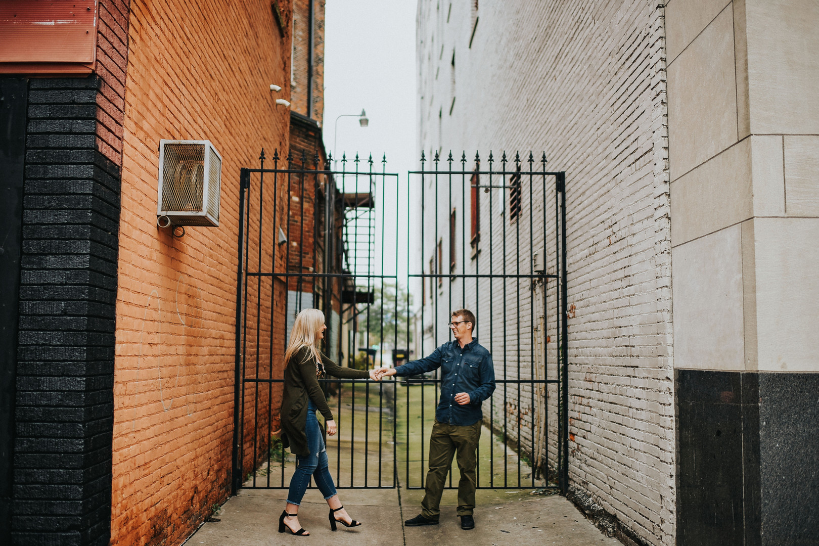 La Crosse Wisconsin Outdoor Unposed Lifestyle Engagement Photographer