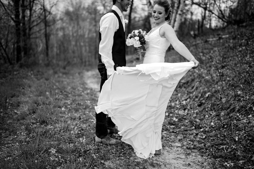 Whitehall Wisconsin Farm Outdoor Unposed Lifestyle Wedding Photographer
