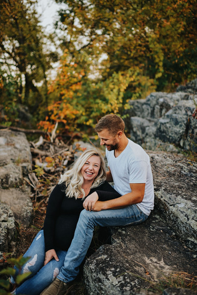 Big Falls Eau Claire Wisconsin Outdoor Unposed Lifestyle Maternity Photographer