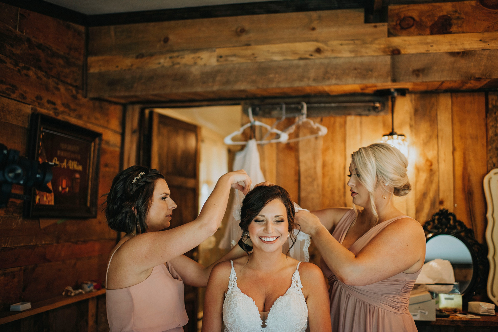 Sparta Wisconsin Outdoor Unposed Lifestyle Wedding Photographer On-A-Whim Event Barn