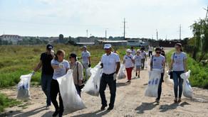 80 de cetățeni ai orașului Ialoveni au curățit albia r. Ișnovăț