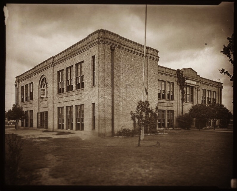 Photo Info:  Metz Elementary School, photograph, Date Unknown; texashistory.unt.edu/ark:/67531/metapth125274/ University of North Texas Libraries, The Portal to Texas History, texashistory.unt.edu; crediting Austin History Center, Austin Public Library.