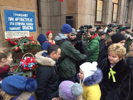 Возложение цветов на Пискаревском мемориальном кладбище и у надписи на Невском проспекте, дом 14